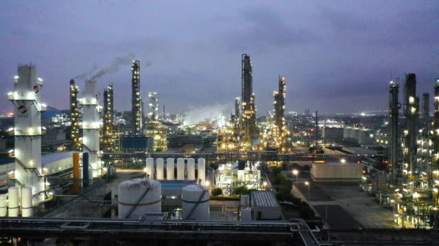 vídeos de stock e filmes b-roll de chemical plant - fábrica petroquímica