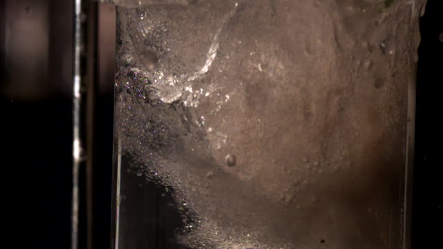 vidéos et rushes de a chemical reaction is created when powder is added to a liquid in a test tube. - tube à essai
