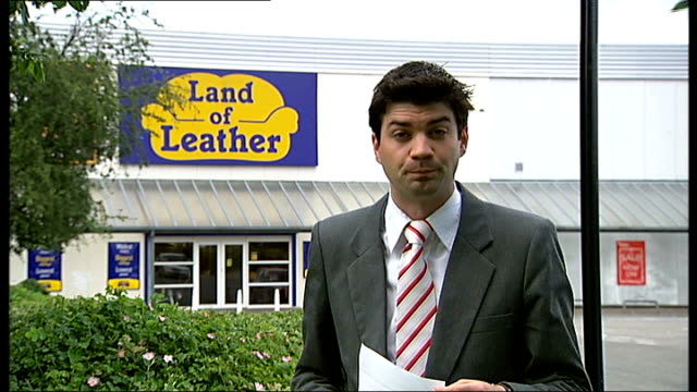 chemical used on leather sofas causes rashes; borehamwood: ext reporter to camera outside 'land of leather' store - ボーハムウッド点の映像素材/bロール
