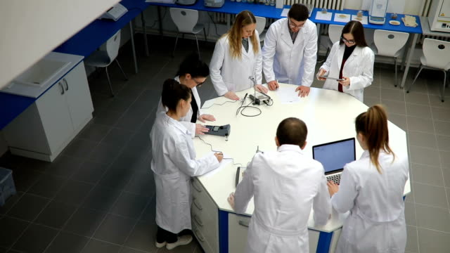 stockvideo's en b-roll-footage met chemie seminar - laboratorium