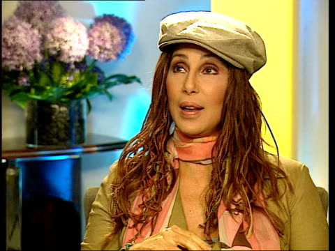 london int sylvester asking question cher interview sot people in london come up and ask for my autograph but they're quite nervous/ some of them... - autogramm stock-videos und b-roll-filmmaterial