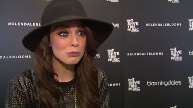 interview cher lloyd on her wish list at bloomingdale's celebrates glendale opening to benefit vh1 save the music foundation 11/06/13 - vh1 bildbanksvideor och videomaterial från bakom kulisserna