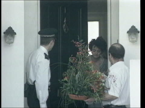 private view lib england london islington a sleepy cherie blair in her nightdress opens door to accept flower arrangement - nightdress stock videos & royalty-free footage