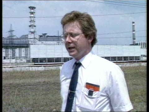 hinckley point inquiry team visit ussr chernobyl ms british team inspectors getting off coach british team in white overalls but large curved bank of... - control stock videos & royalty-free footage