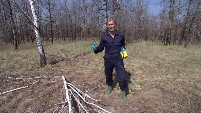 chernobyl nuclear disaster: british scientists use drone technology to find previously hidden radioactive hotspots; ukraine: chernobyl exclusion... - radiazione video stock e b–roll
