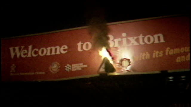 vídeos de stock, filmes e b-roll de legal aid decision overturned s10021001 / tx 2891985 brixton various shots of rioting and building on fire provoked by the shooting of cherry groce... - brixton