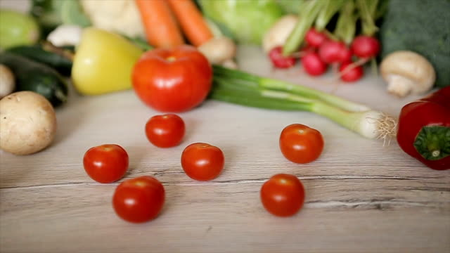 stockvideo's en b-roll-footage met cherry tomaat, dolly schieten. b-roll - ingrediënt