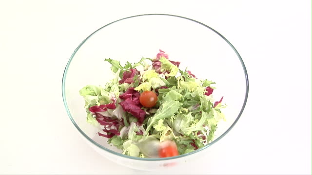 cu, ha, cherry tomatoes  falling into salad bowl - salad bowl stock videos & royalty-free footage