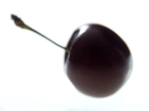 a cherry. - テーブルトップショット点の映像素材/bロール