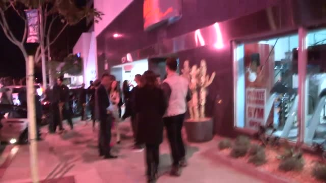 cheryl burke friends enjoy a rocking club adventure at bootsy bellows la celebrity sightings in los angeles ca on 12/03/13 - dondolarsi video stock e b–roll