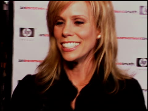 vídeos de stock, filmes e b-roll de cheryl hines on supporting the environment in any way she can on being new to the topic of global warming on her new hybrid car on missing larry... - veículo com combustível alternativo