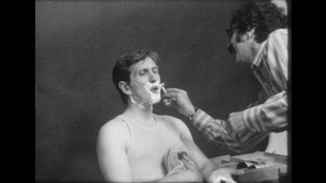 chess master bobby fischer is shaved by photographer david attie on august 10 1971 in new york city new york when the eccentric fischer arrived at... - shaving stock videos & royalty-free footage