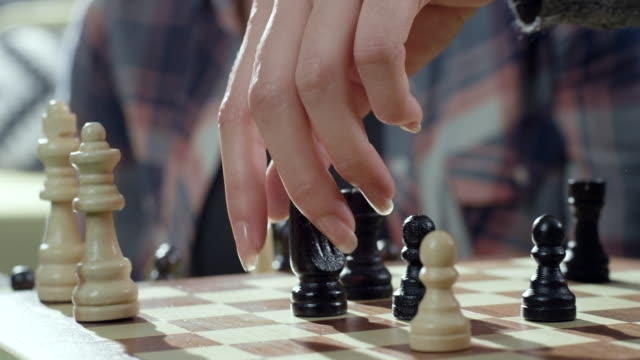 stockvideo's en b-roll-footage met schaken - spelletjesavond