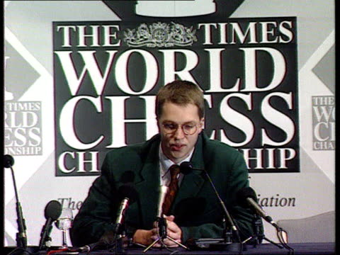 chess world championship england london cbv press taking pix of nigel short seated on park bench with chess board pieces savoy theatre ms short along... - world sports championship stock videos & royalty-free footage