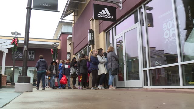 chesterfield, il, u.s. - customers waiting in line next to store at st. louis premium outlets during black friday, on friday, november 29, 2019. - bag stock videos & royalty-free footage