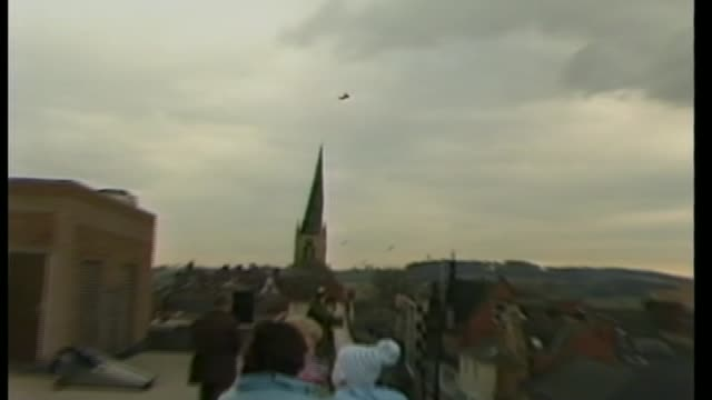 chesterfield well dressing of princess diana attacked lib / helicopter carrying the prince and princess of wales ariving pull out crooked spire of... - richard pallot stock-videos und b-roll-filmmaterial