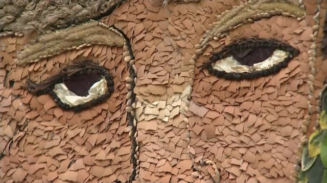 chesterfield well dressing of princess diana attacked various of well dressing featuring the controversial image of princess diana people taking... - richard pallot stock-videos und b-roll-filmmaterial