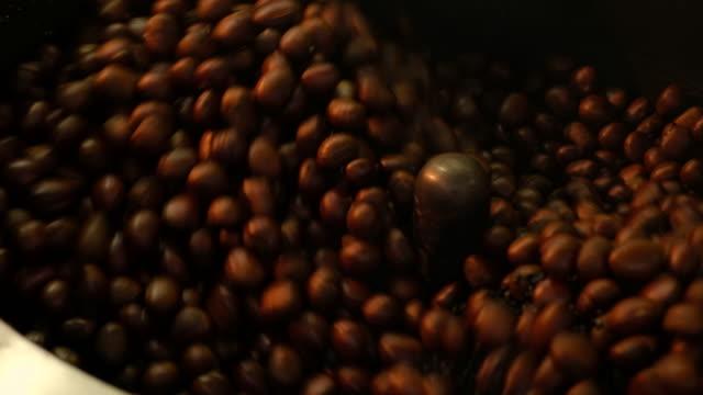 焙煎機栗栗 - 屋外遊具点の映像素材/bロール