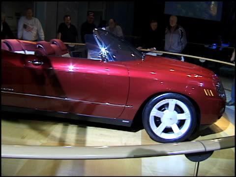 chevrolet bel air convertible revolving on turntable / info sign / dashboard; angles change as car revolves on turntable 2002 chevrolet bel air... - モンタージュ・ビバリーヒルズ点の映像素材/bロール