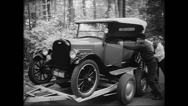 1923 chevrolet broken down on roadside; gets towed - 1923 stock videos & royalty-free footage