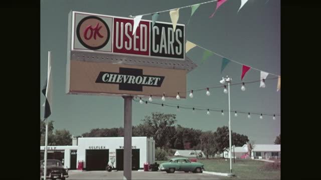 vidéos et rushes de ms pov chevrolet cars for sale parked in outdoor / united states - chevrolet