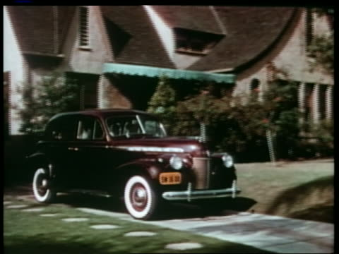 vidéos et rushes de 1940 chevrolet pulling out of driveway in front of suburban house - chevrolet