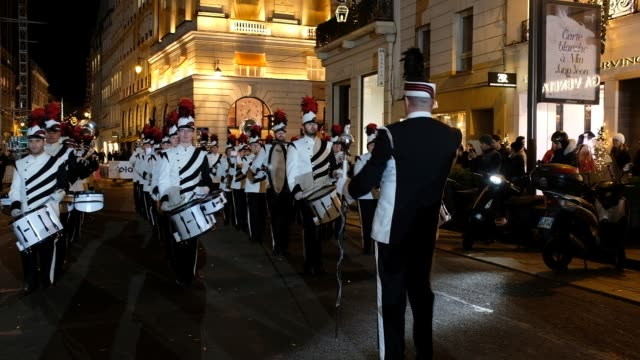 vidéos et rushes de chezy fanfare rue du faubourg saint honore in the 8th district at the launch of the christmas lights organized by the faubourg saint honore committee... - bruno levesque