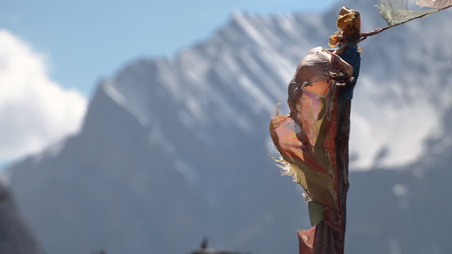 chharka bhot - lungda blowing by wind / nepal - tradition stock-videos und b-roll-filmmaterial