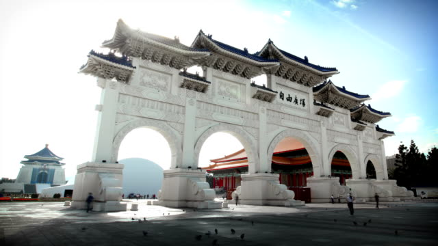 chiang kai-shek memorial hall entrance gate, taipei, taiwan - chiang kai shek stock videos & royalty-free footage