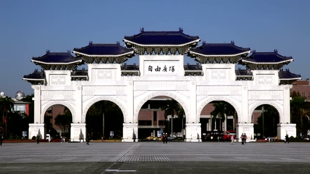 chiang kaishek memorial hall entrance - chiang kaishek memorial hall stock videos & royalty-free footage