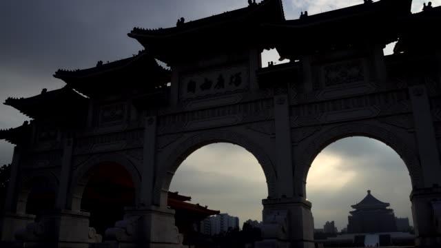 chiang kaishek memorial hall - tempel stock-videos und b-roll-filmmaterial