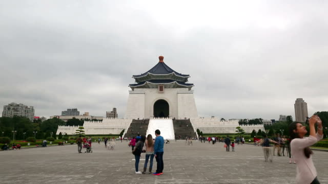 chiang kaishek memorial hall - chiang kaishek memorial hall stock videos & royalty-free footage