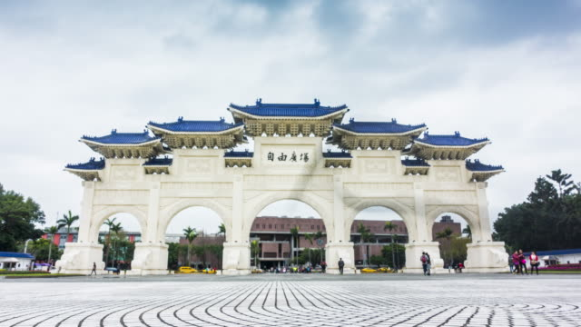 tl : chiang kaishek memorial hall - chiang kaishek memorial hall stock videos & royalty-free footage