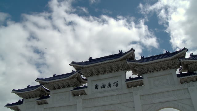 chiang kai-shek memorial hall - chiang kaishek memorial hall stock videos & royalty-free footage