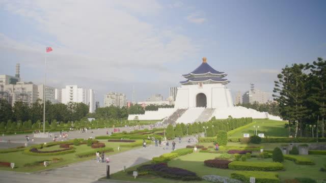 chiang kai-shek memorial in taipei - chiang kaishek memorial hall stock videos & royalty-free footage