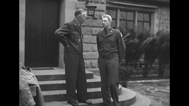 vídeos y material grabado en eventos de stock de vs chiang kaishek reading document beneath flags / vs gen george marshall talking with gen albert wedemeyer in front of building / communist leader... - chiang kai shek
