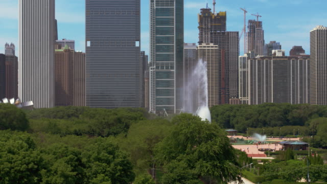 chicago aerial buckingham fountain - buckingham fountain stock videos & royalty-free footage