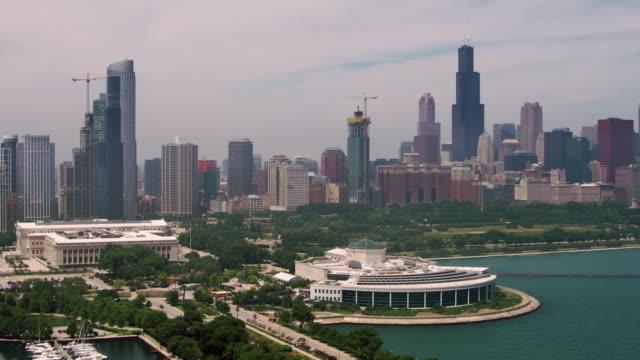 vídeos de stock e filmes b-roll de chicago aerial shedd aquarium - aquário john g shedd