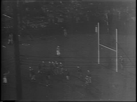 chicago bears quarterback sid luckman throws to dick plasman for a touchdown / fourth quarter bears player pete gudauskas kicks a field goal. - 第4クオーター点の映像素材/bロール