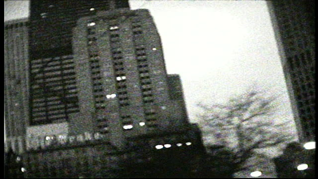 chicago buildings and sears tower from a moving car in super 8 bw film - シアーズタワー点の映像素材/bロール