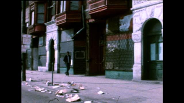 chicago city contrasting gvs and ghetto street; 1971 - アメリカ黒人の歴史点の映像素材/bロール