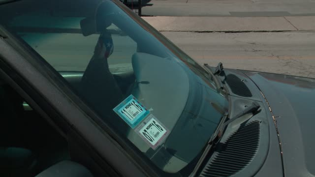 chicago city stickers on parked cars' windshields on july 1, 2016. - tecnologia assistiva video stock e b–roll