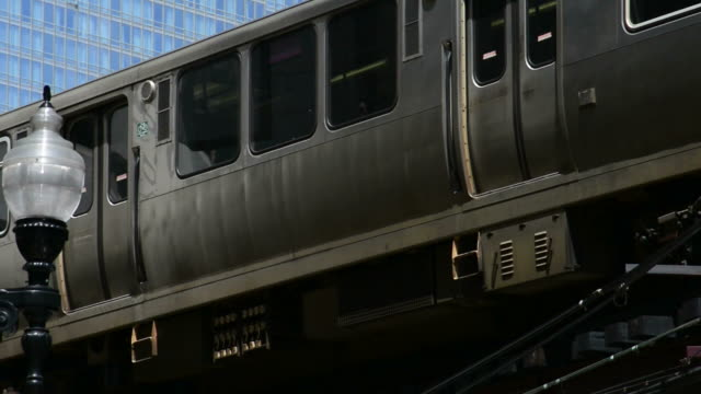chicago el train - chicago illinois stock-videos und b-roll-filmmaterial