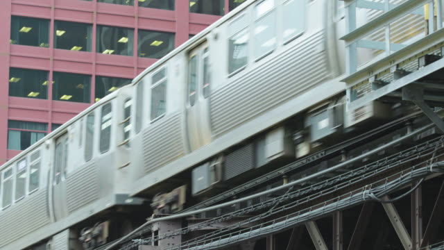chicago elevated train, downtown, chicago loop - chicago 'l' stock videos & royalty-free footage