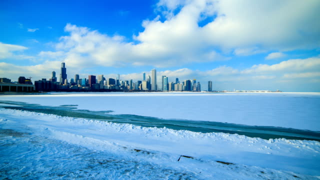 chicago, il in the winter - lago michigan video stock e b–roll