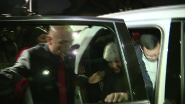chicago, il, u.s. - arrival home of former illinois gov. rod blagojevich after release from prison, in chicago, on tuesday, february 18, 2020.... - präsident der usa stock-videos und b-roll-filmmaterial