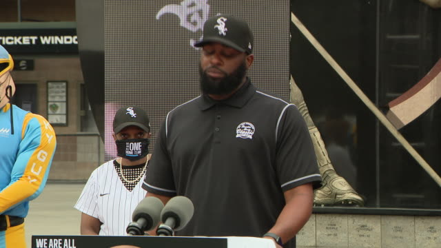 """wgn chicago il us baseball coach speaking at press conference mayor lori lightfoot joined chicago's sports teams to announce the launch of the """"we... - 野球帽点の映像素材/bロール"""