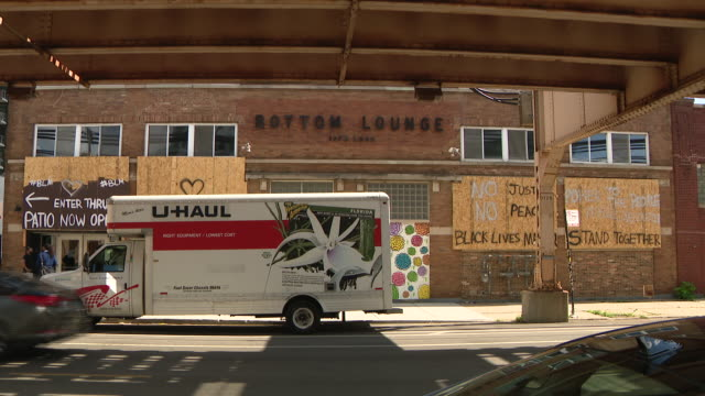 chicago, il, u.s. - bottom lounge concert hall exteriors on friday, july 10, 2020. - wall building feature stock videos & royalty-free footage