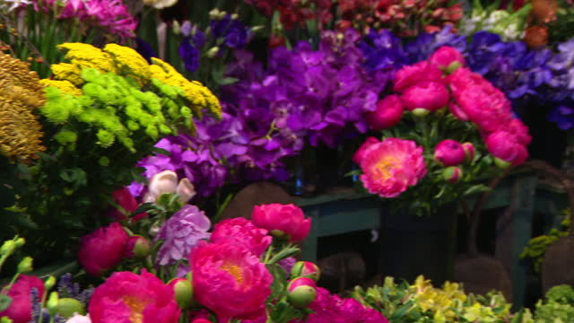 chicago, il, u.s. - buckets of flowers for sale at green flower shop in chicago on tuesday, november 10, 2020. - flower head stock videos & royalty-free footage