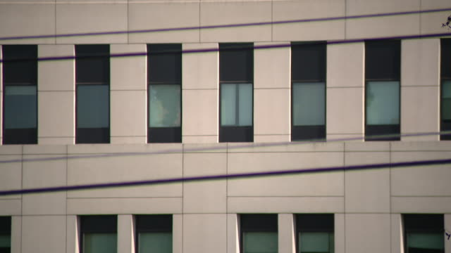 chicago, il, u.s. - building exterior of walter reed national military medical center where donald trump was treated on sunday, october 4, 2020. - ベセスダ点の映像素材/bロール